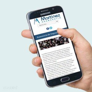 criação de site para assessoria de imprensa - mockup celular - Martinez Assessoria
