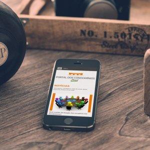 criação de site - mockup iPhone - Portal dos Condomínios